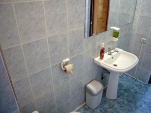 www.hotel-katyusha.ru Туалет и душ на 2 этаже. Гостевой дом КАТЮША. Миллерово. Ростовская область. Трасса М-4 ДОН